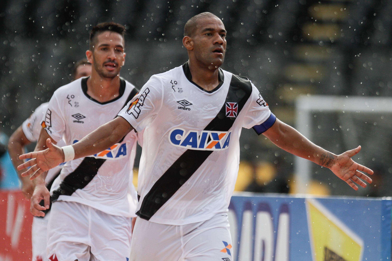 Rodrigo comemora gol que abriu o placar em São Januário Foto: Ruano Carneiro/Agif/Gazeta Press