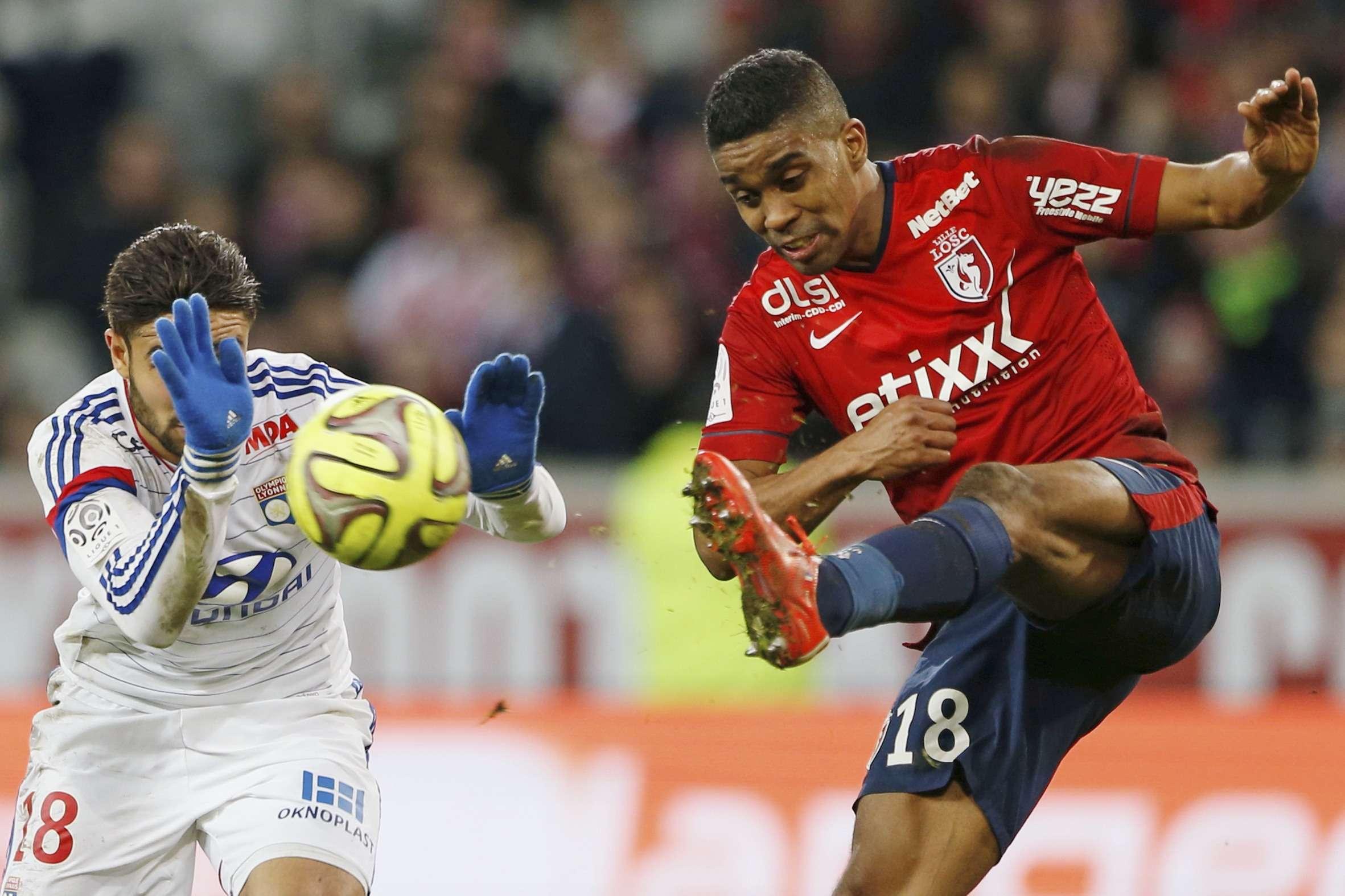 El Lyon, líder de la liga francesa, perdió 2-1 en su visita al Lille, en la jornada 27 del campeonato; y el París Saint-Germain podría colocarse en la primera posición si gana en el terreno del Mónaco. Foto: Reuters