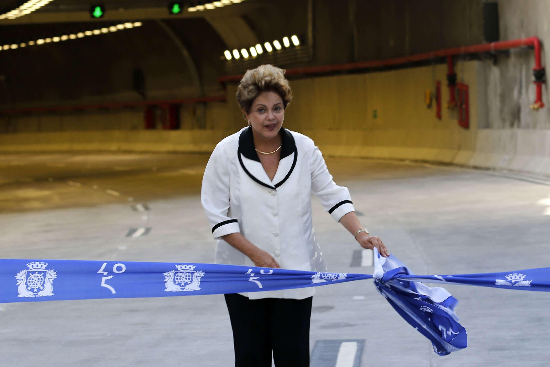 Dilma esteve presente, ao lado do prefeito da cidade Eduardo Paes, e do governador Luiz Fernando Pezão, na solenidade de inauguração do túnel Rio 450 Foto: JB Online