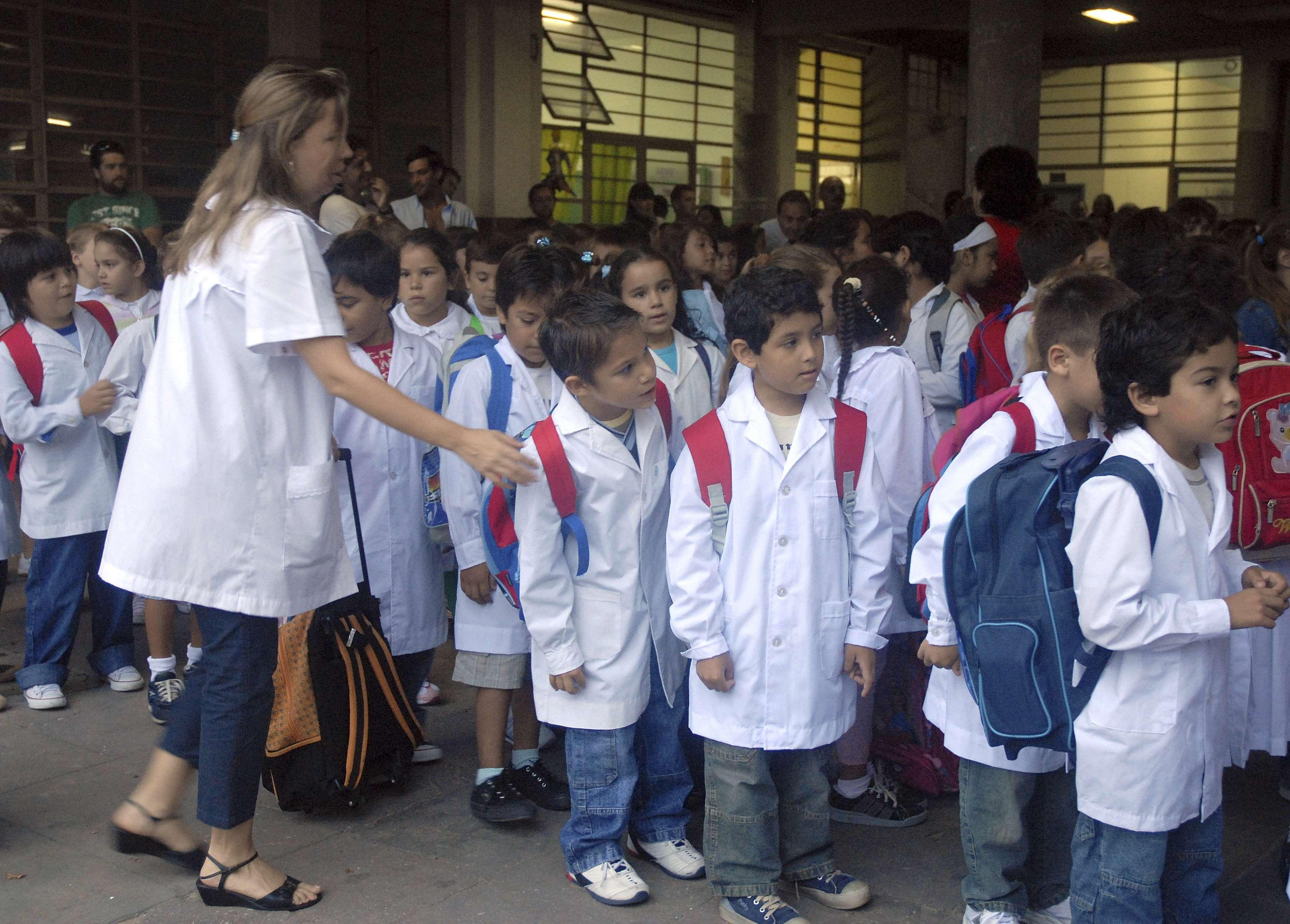 Muchas provincias arreglaron las paritarias docentes días antes del inicio de clases. Foto: NA