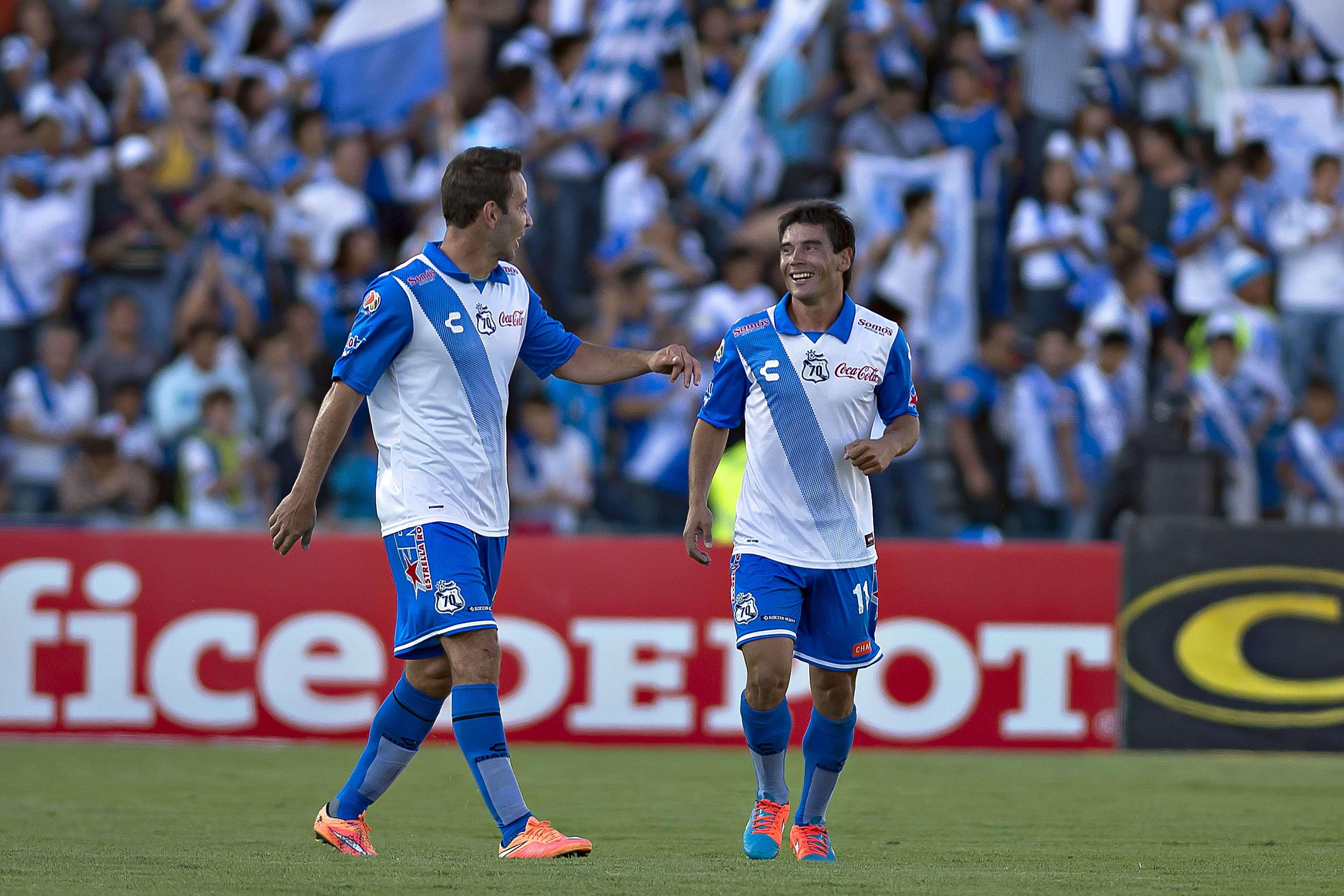 Matías Alustiza (derecha) logró un doblete contra Gallos. Foto: Mexsport