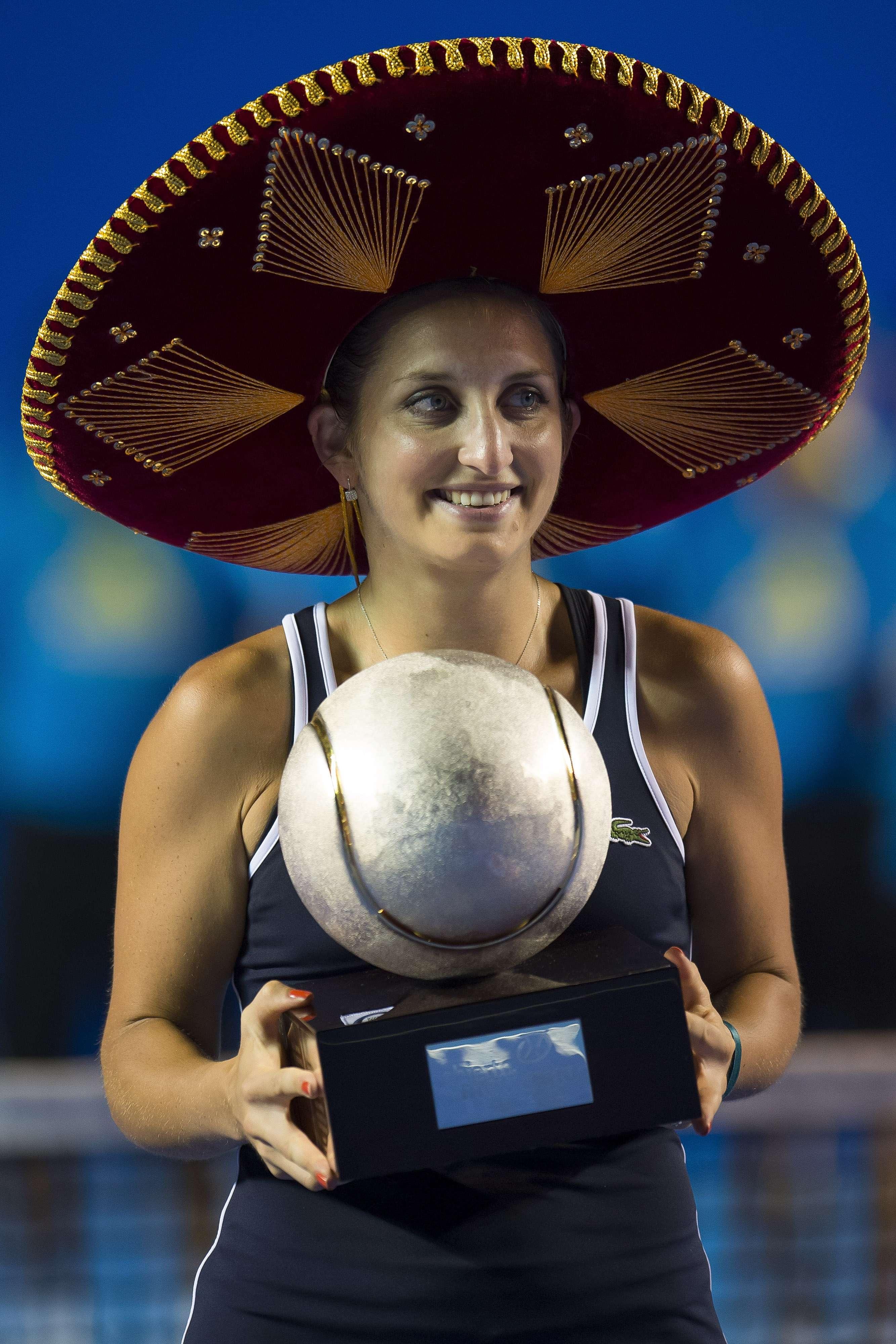 "La suiza Timea Backsinszky con su ""Pelota de plata"" Foto: Mexsports"