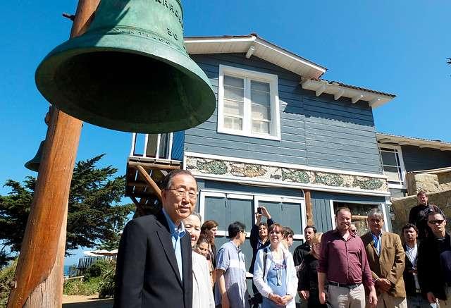 El Secretario General de las Naciones Unidas, Ban-Ki Moon, visitó este domingo la casa del poeta nacional y Premio Nobel Pablo Neruda, ubicada en Isla Negra. Foto: Agencia Uno