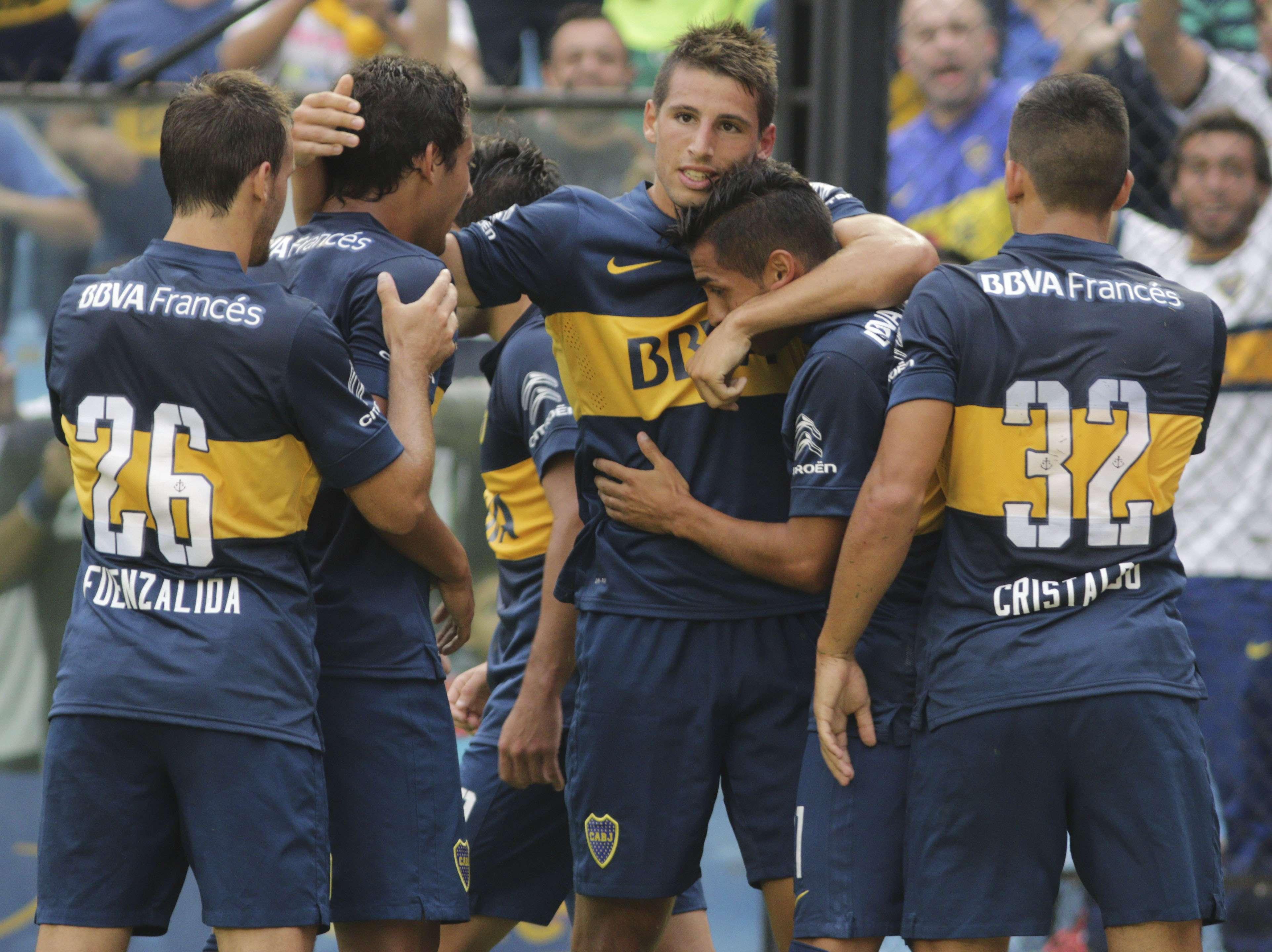Calleri festeja con su compañeros el único tanto del partido ante Rafaela. Foto: NA