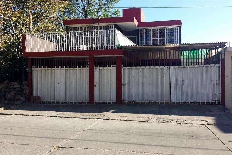 Las autoridades dejaron sin resguardo alguno la casa en donde fue hallado en la madrugada de ayer el líder de Los Caballeros Templarios. Foto: Reforma