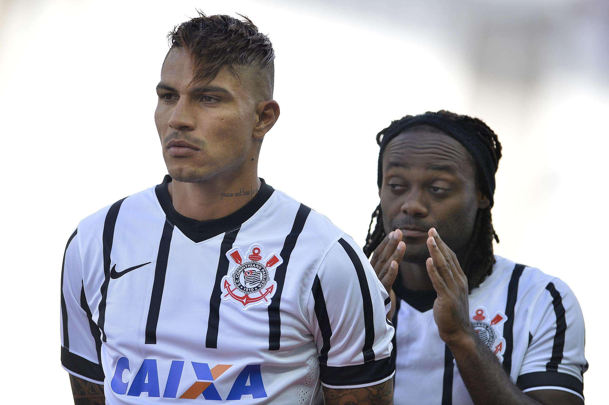 Guerrero fez dupla de titular com Vagner Love Foto: Mauro Horita/Agif