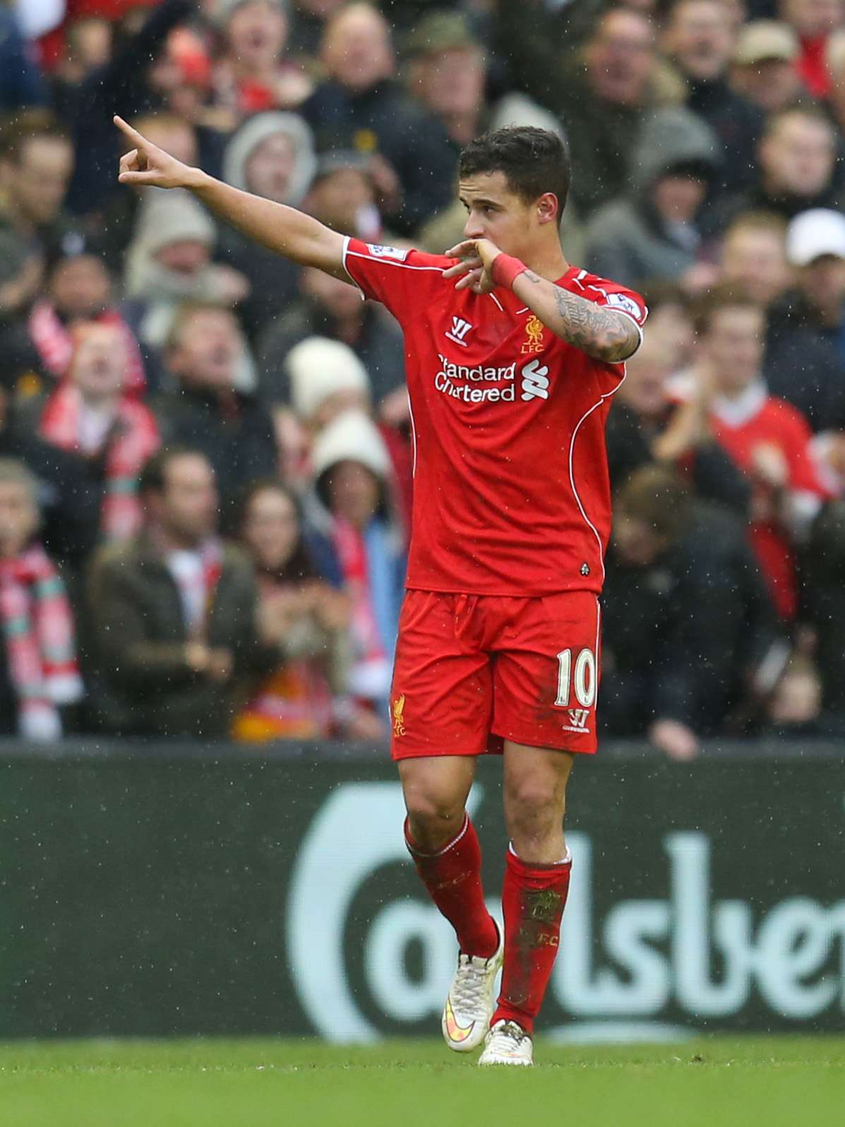 "Football - Liverpool v Manchester City - Barclays Premier League - Anfield - 1/3/15 Liverpool's Philippe Coutinho celebrates after scoring the second goal for his side Action Images via Reuters / Carl Recine Livepic EDITORIAL USE ONLY. No use with unauthorized audio, video, data, fixture lists, club/league logos or ""live"" services. Online in-match use limited to 45 images, no video emulation. No use in betting, games or single club/league/player publications. Please contact your account representative for further details. Foto: Carl Recine/REUTERS"