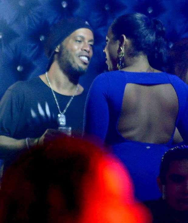 Ronaldinho fue captado de fiesta en Cancún. Foto: Tomada de http://www.mirror.co.uk/