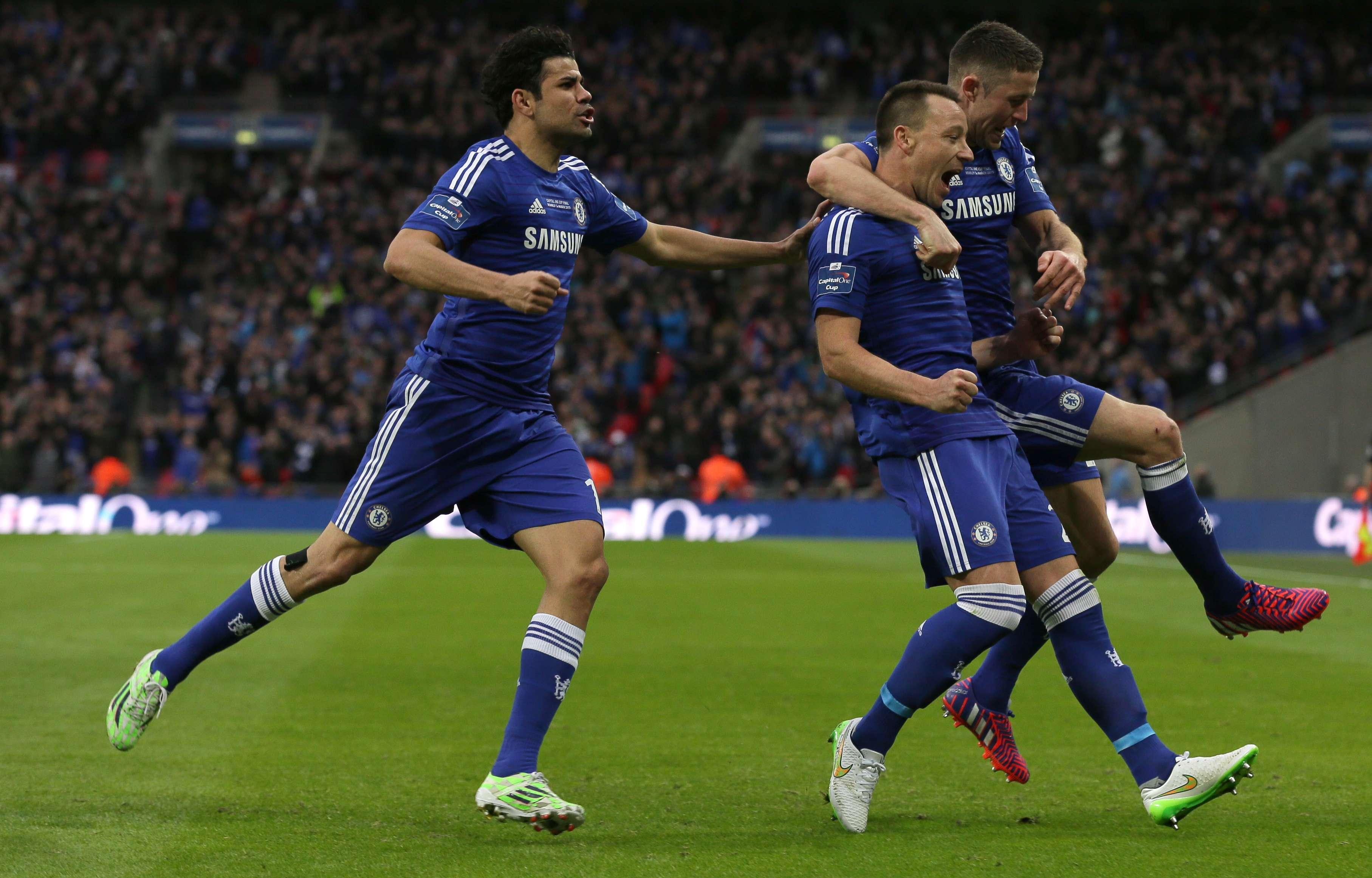 John Terry aproveitou bate-rebate na área para fazer o primeiro do Chelsea Foto: Tim Ireland/AP