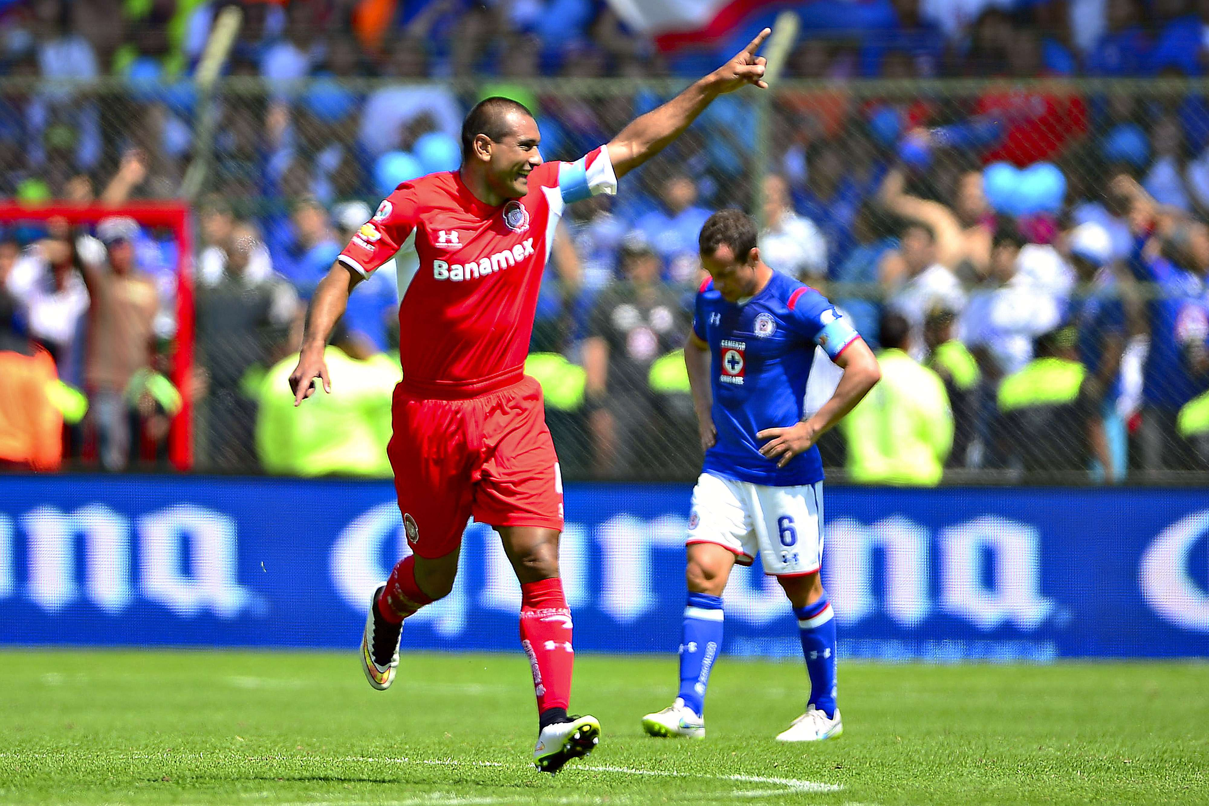 Paulo da Silva celebra el gol del triunfo de Toluca sobre Cruz Azul. Foto: Mexsport