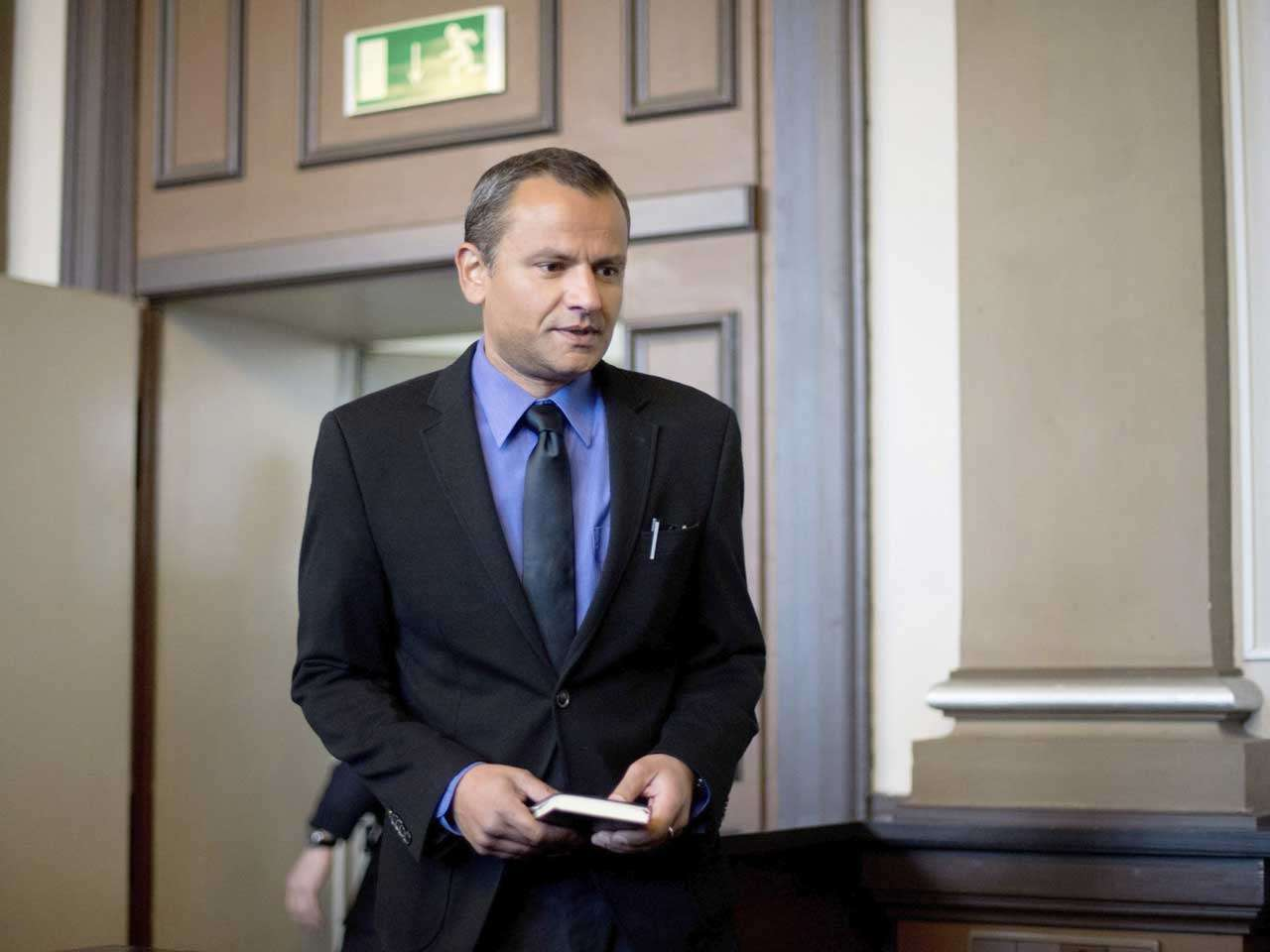 Sebastian Edathy, ex diputado alemán, del Partido Socialdemócrata durante un juicio por haber comprado y poseer pornografía infantil, 2 de marzo de 2015. Foto: EFE en español