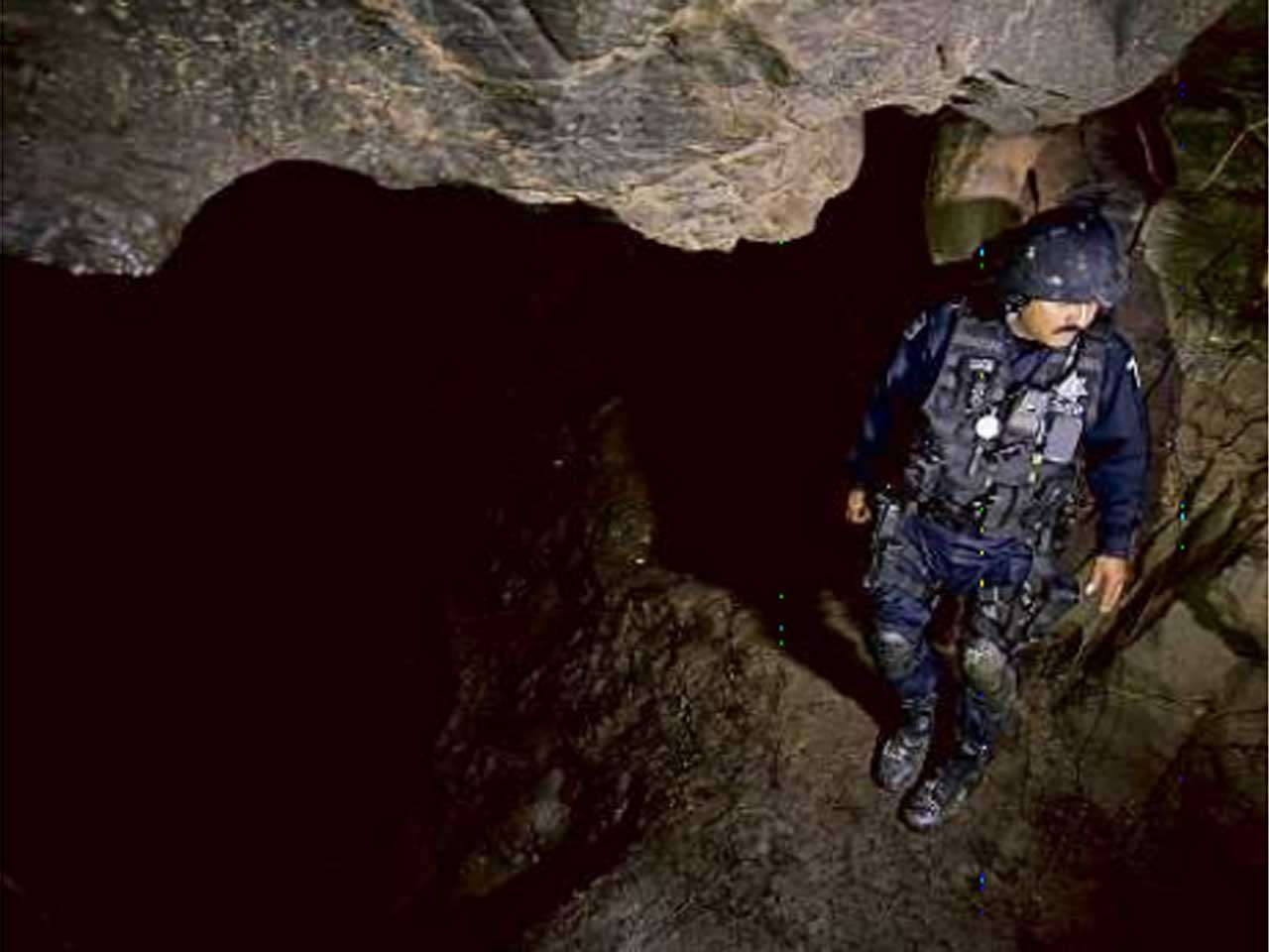 Al verse acorralado por las autoridades federales, el narcotraficante buscó refugios temporales que incluyeron una cueva localizada entre Arteaga y Tumbiscatío. Foto: Benito Jiménez/Reforma