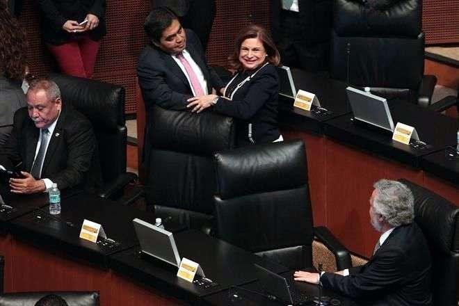 Arely Gómez se despidió de sus compañeros en la Cámara Alta el jueves pasado cuando fue designada para ocupar la titularidad de la PGR. Foto: Archivo/Reforma