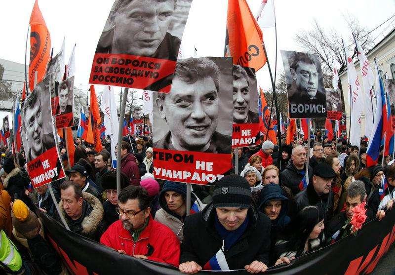 Protesto em homenagem ao opositor russo Boris Nemtsov, no centro de Moscou. 01/03/2015 Foto: Tatyana Makeyeva/Reuters