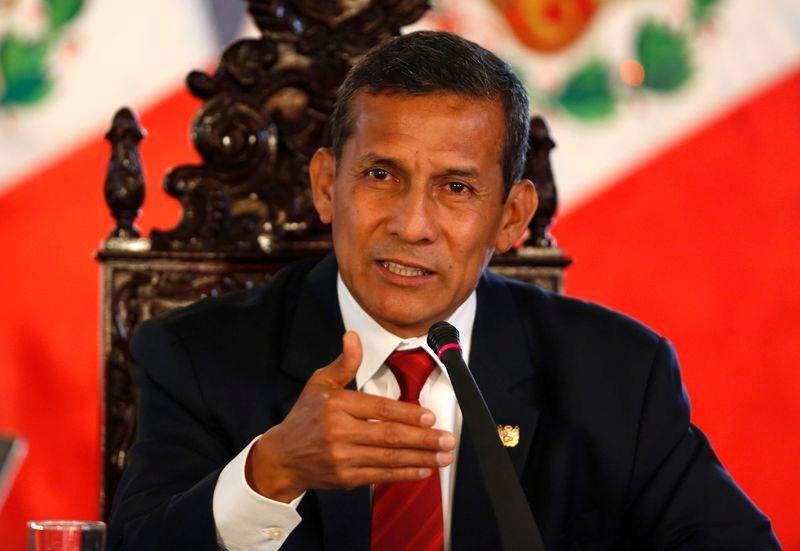 El presidente peruano, Ollanta Humala, en una rueda de prensa en el palacio de Gobierno de Lima, mar 2 2015. Perú espera una respuesta satisfactoria de Chile a la nota de protesta que le envió el Gobierno tras las denuncias de espionaje contra tres suboficiales de la Marina peruana, dijo el lunes el presidente Ollanta Humala. Foto:  Mariana Bazo/Reuters