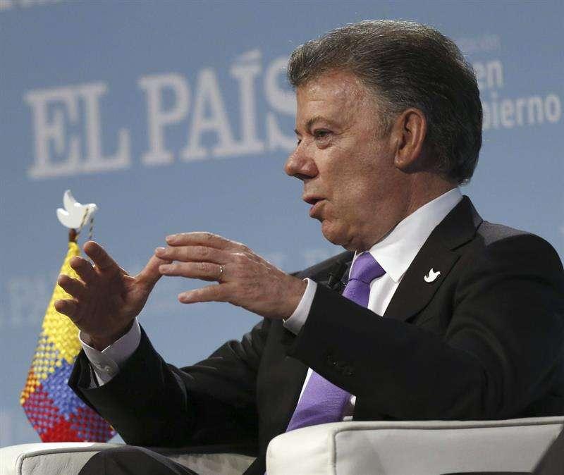 El presidente de Colombia, Juan Manuel Santos, durante el Foro por la Paz en Colombia celebrado en Madrid, España, el 2 de marzo. Foto: Sergio Barrenechea/EFE