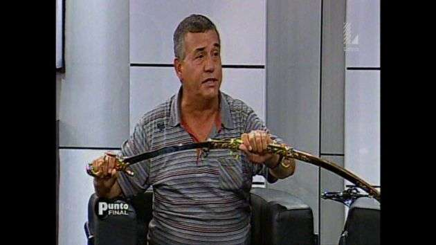 Urresti reveló que pondrá en venta una espada que recibió cuando se graduó de oficial de Ejército. Foto: Captura/Latina