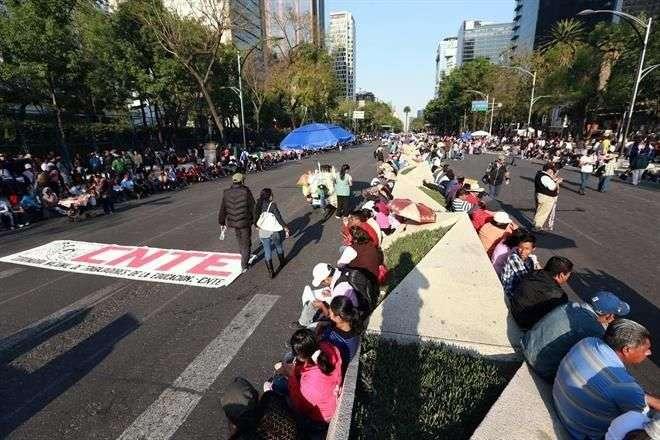 Los maestros de Oaxaca estuvieron en el DF del 9 al 11 de febrero, tres días seguidos de inasistencia, los cuales son una causa de despido. Foto: Archivo/Reforma