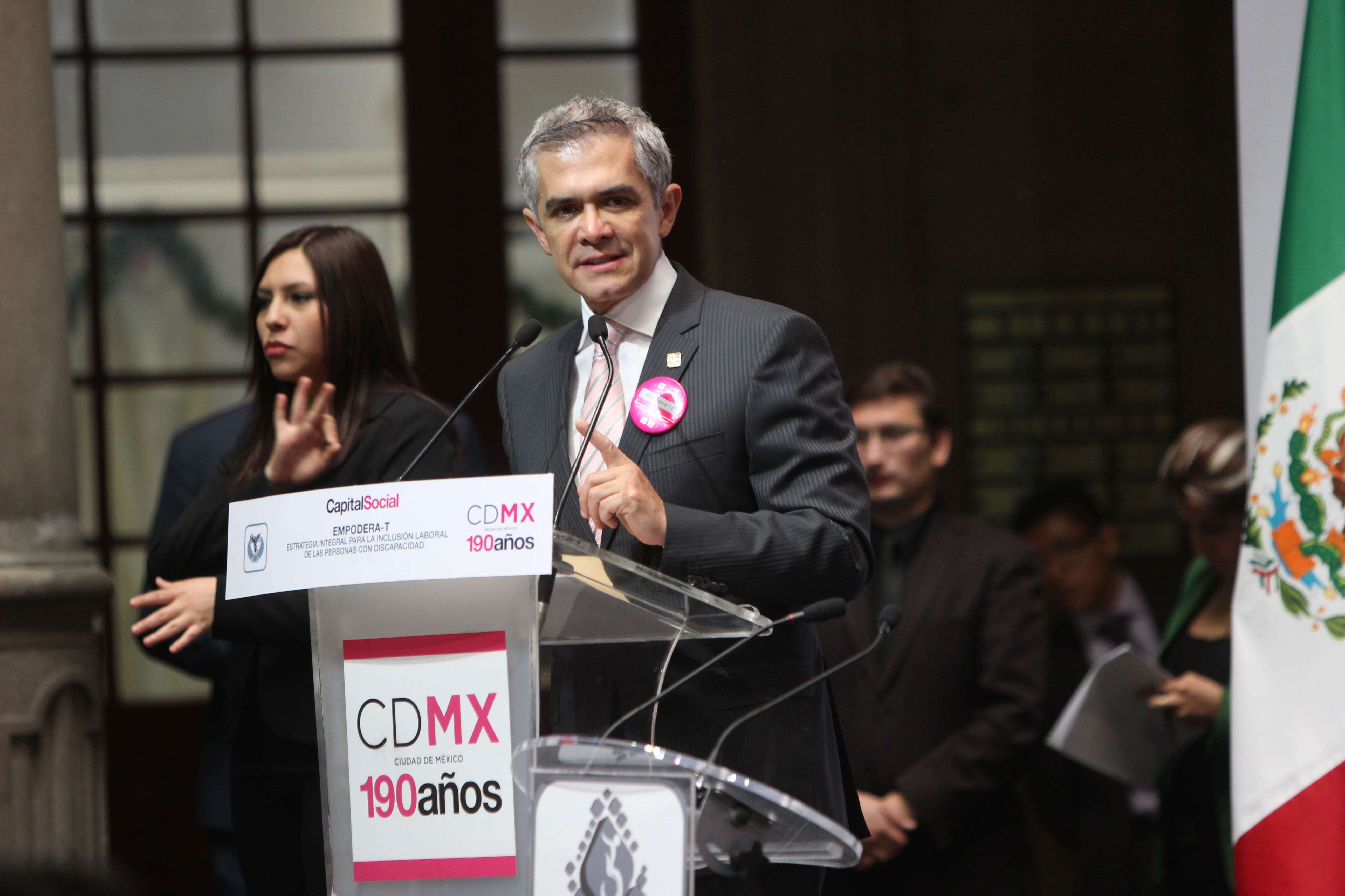 El Jefe de Gobierno capitalino hizo un llamado a empresarios y empresarias de la CDMX a incluir en sus plantillas laborales a personas con discapacidad. Foto: GDF