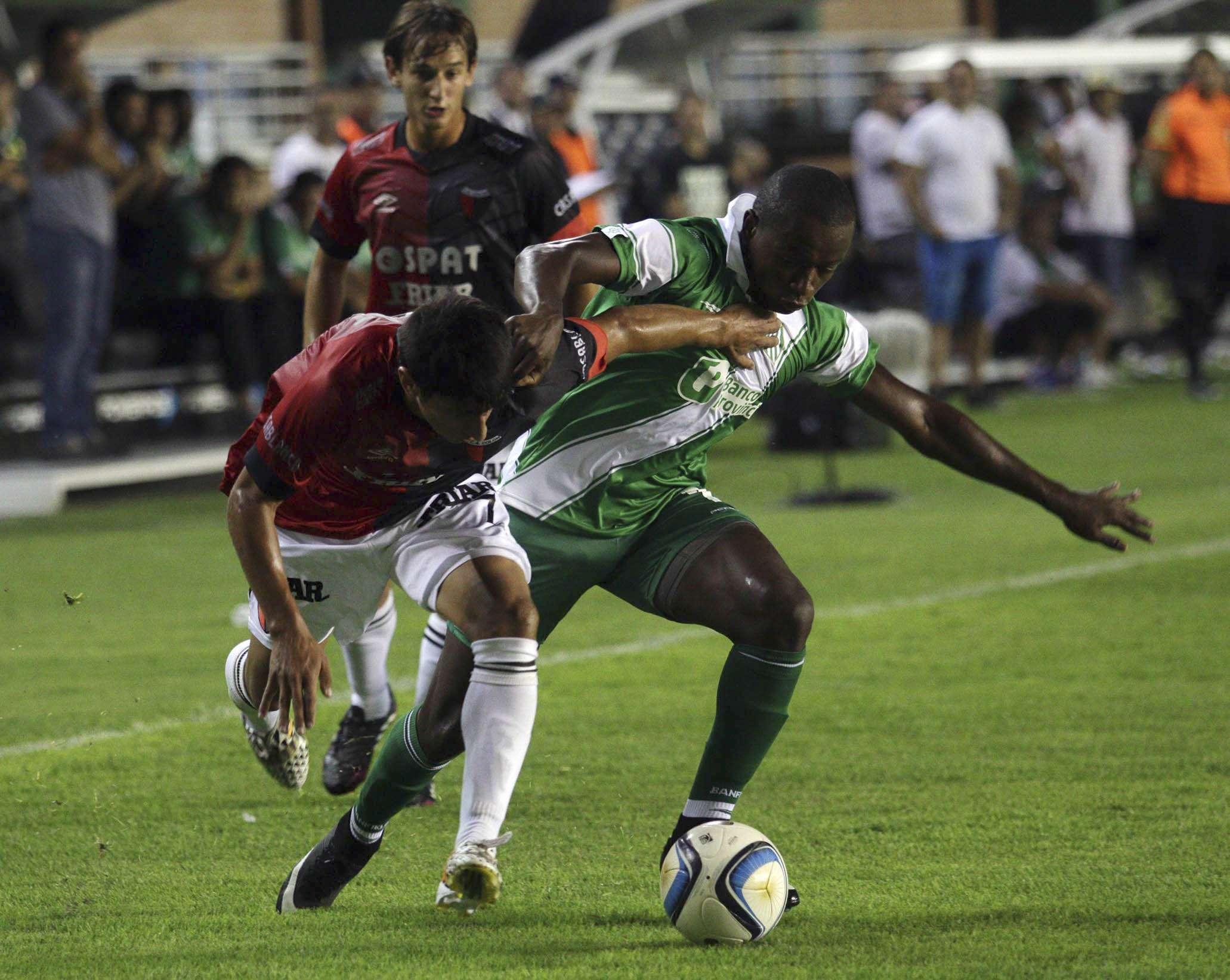 Banfield y Colón no se sacaron ventajas y fue empate en el Sur. Foto: NA