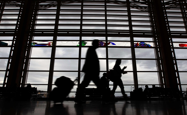 Te recomendamos buscar tu vuelo en modo incógnito o privado en tu navegador para obtener los precios más bajos y ahorres al viajar. Foto: Getty Images