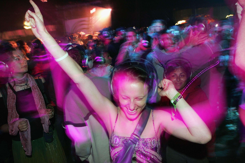 La exposición segura a un concierto a todo volumen sólo es de 28 segundos, según la OMS Foto: Getty Images