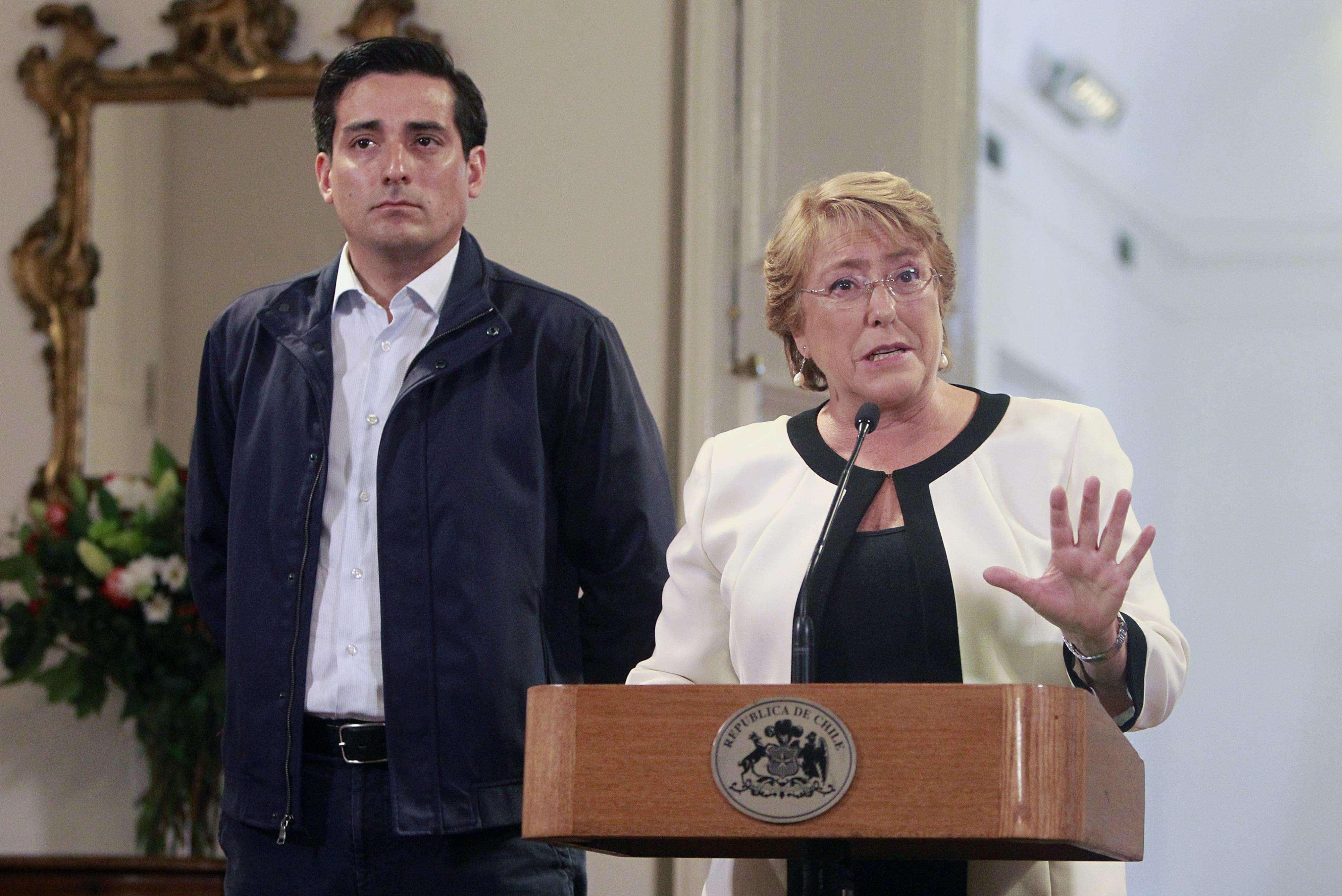 La presidenta de la República, Michelle Bachelet, emite unas palabras sobre las medidas que se estan tomando en plan de emergencia por la Erupción del Volcán Villarrica. Foto: Agencia UNO