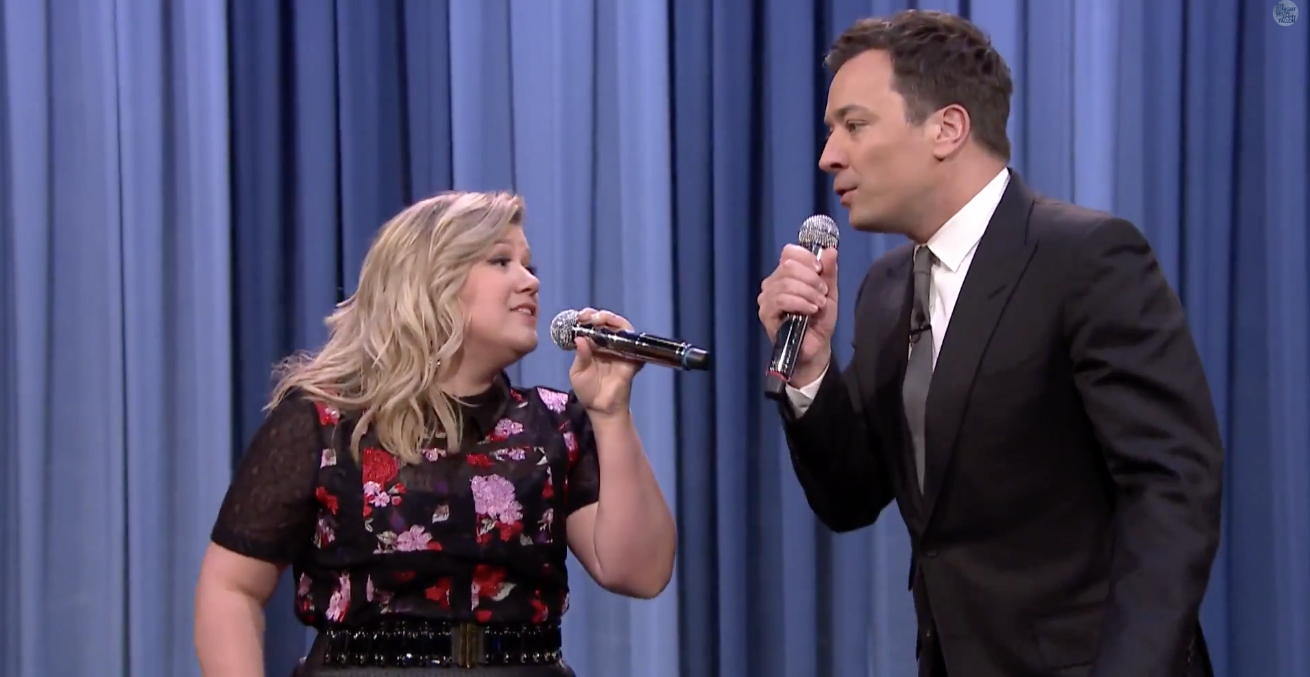 Kelly Clarkson y Jimmy Fallon protagonizan divertido dueto. Foto: Youtube/The Tonight Show Starring Jimmy Fallon