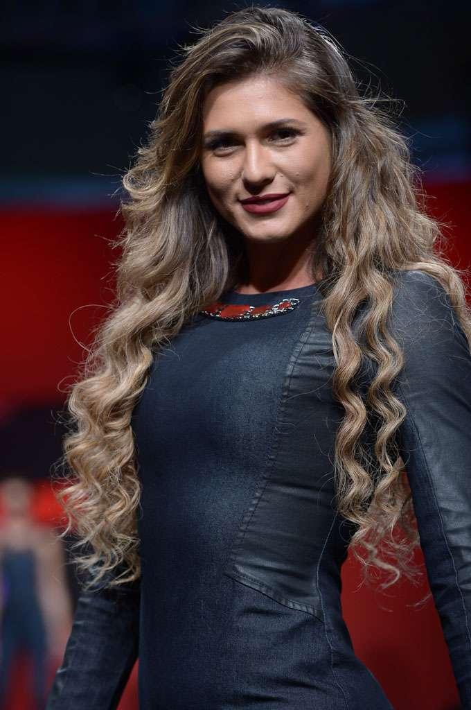 Livia Andrade, ex-rainha de bateria da Gaviões da Fiel, também subiu à passarela Foto: Francisco Cepeda/AgNews
