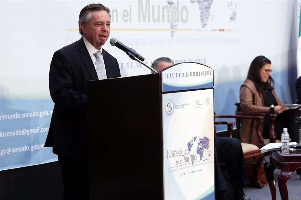 Eduardo Medina Mora, Embajador de Estados Unidos en México y candidato propuesto para ser Ministro de la Suprema Corte de Justicia, negó ser compadre del Presidente de la República. Foto: Reforma