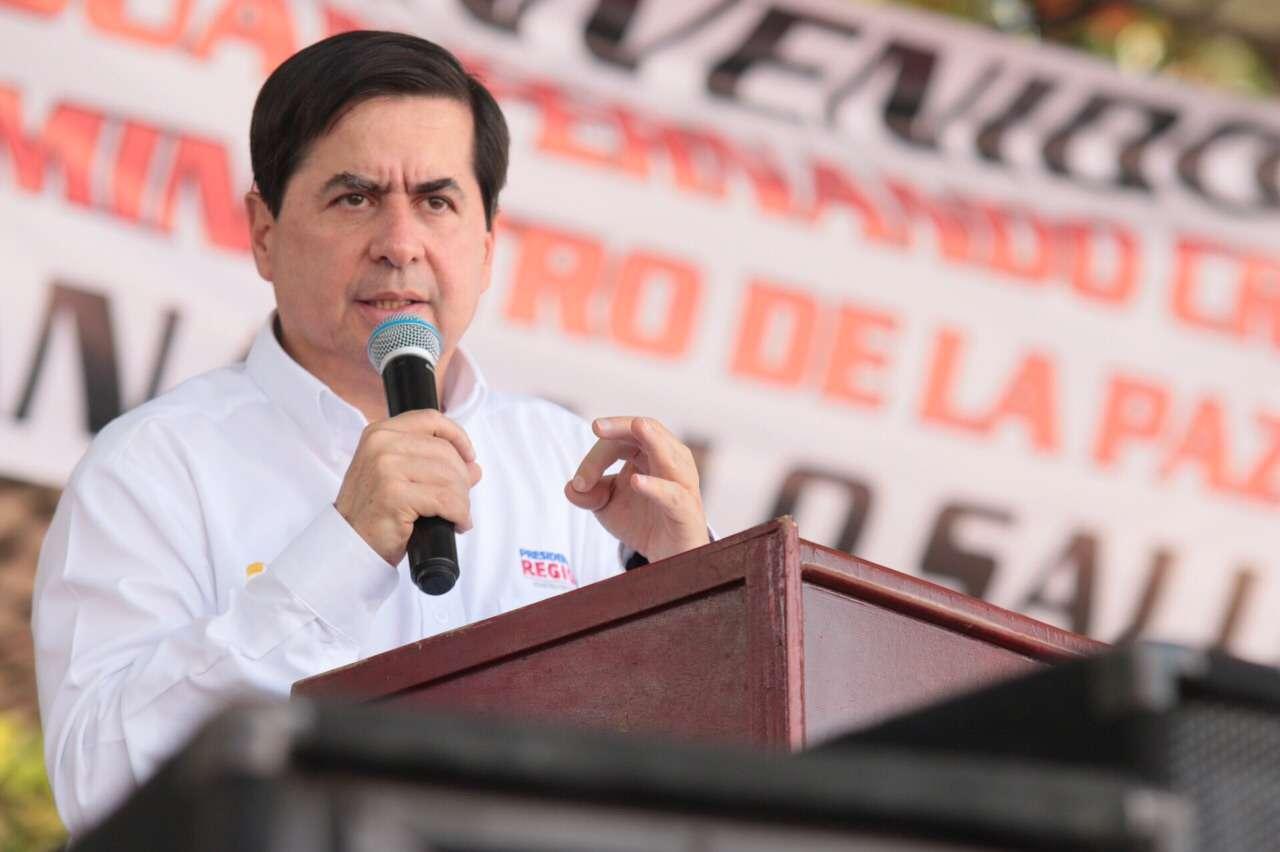 El ministro del Interior, Juan Fernando Cristo, durante la firma de un convenio de reconstrucción en Meta, el 26 de febrero. Foto: Ministerio del Interior