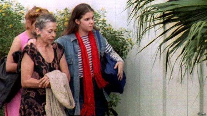 En la gráfica de 1993 se aprecia a Natalia Revuelta en compañía de su nieta, hija de Alina, en unas de las pocas imágenes que se tienen de ella. Foto: BBC Mundo/Getty Images