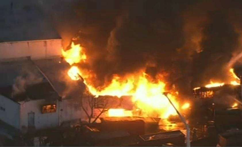 La llamas alcanzaban varios metros de altura. Foto: Youtube.com
