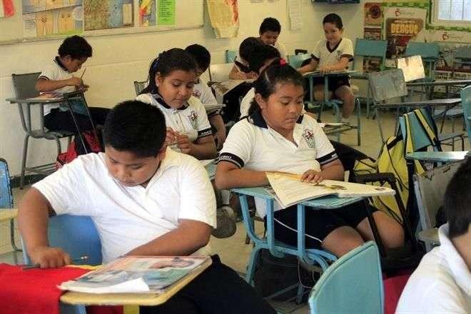 Los maestros michoacanos obtendrán plazas para dar clases sin tener que presentar examen de oposición, con lo que se viola la ley educativa, acusó Mexicanos Primero. Foto: Archivo/Reforma