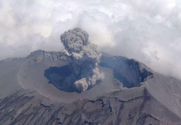 Autoridades aseguraron que la alerta volcánica permanece en Amarillo Fase 2. Foto: Twitter / @SkyAlertMx