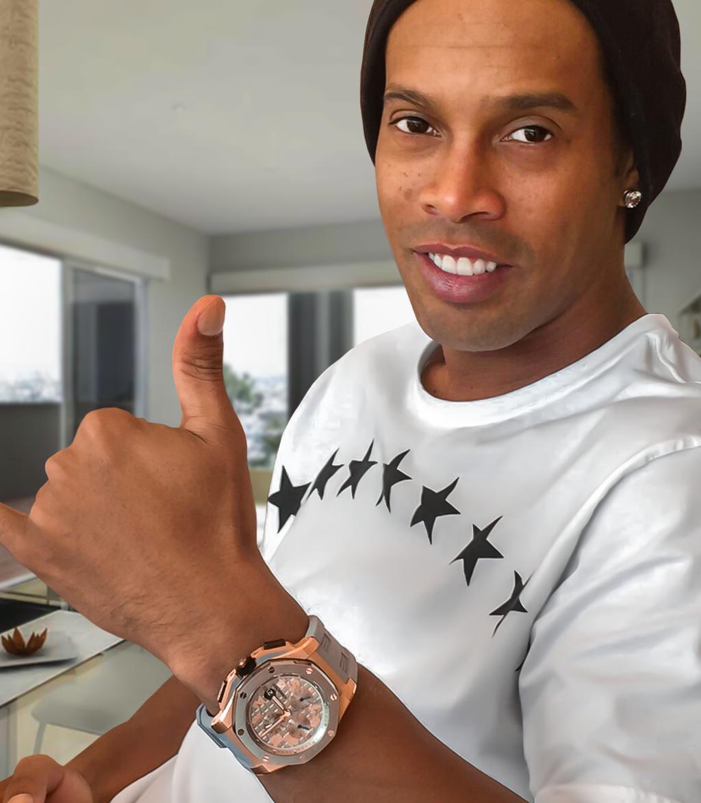 Ronaldinho mostra relógio presenteado por LeBron James Foto: Twitter/Reprodução