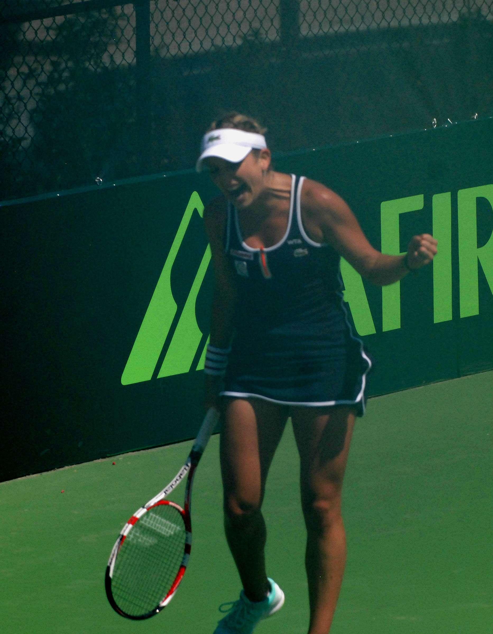 Timea Bacsinszky no tuvo un fácil inicio en el Abierto de Tenis Monterrey. Foto: Terra