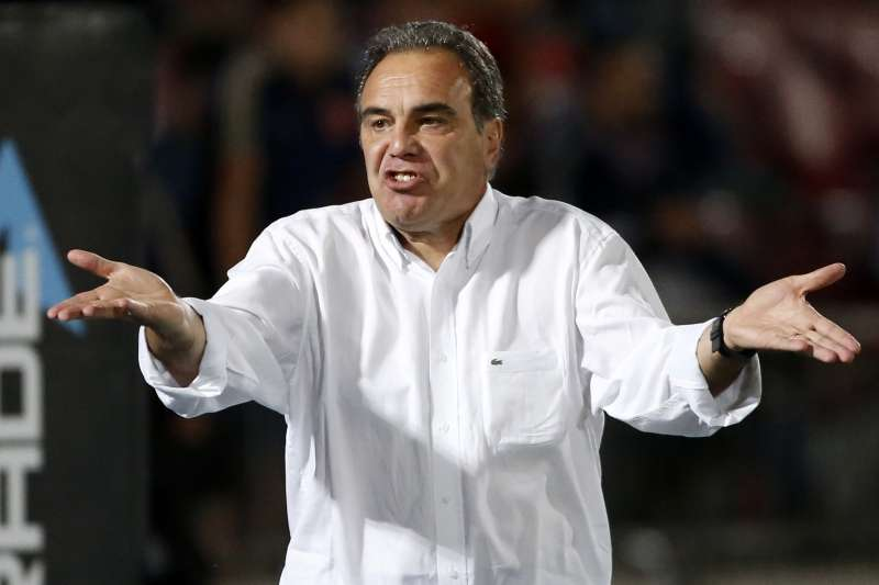 El DT de la U reconoció el mal momento futbolísitco por el que pasan. Foto: Photosport