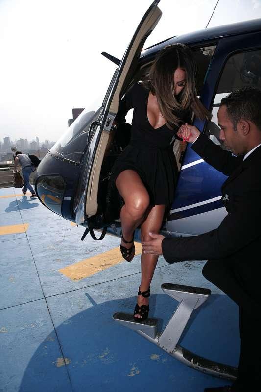 Sabrina Sato chegou de helicóptero para desfile Foto: Raphael Castello/AgNews