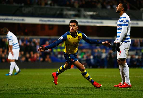 La mala racha goleadora de Alexis Sánchez acabó este miércoles luego de anotar un golazo en el triunfo por 2-1 del Arsenal, como visita, ante el QPR de los también chilenos Mauricio Isla y Eduardo Vargas. Foto: Getty Images