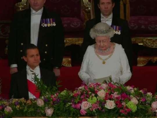 El mandatario acudió a una cena de gala ofrecida por la Reina Isabel II y el duque Felipe de Edimburgo en el Palacio de Buckingham. Foto: Presidencia de la República