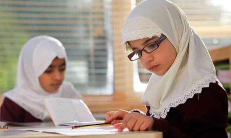 As aulas de religião tratam do islamismo, e os alunos aprendem a história, a prática e os valores do islã. Foto: The Guardian/Reprodução