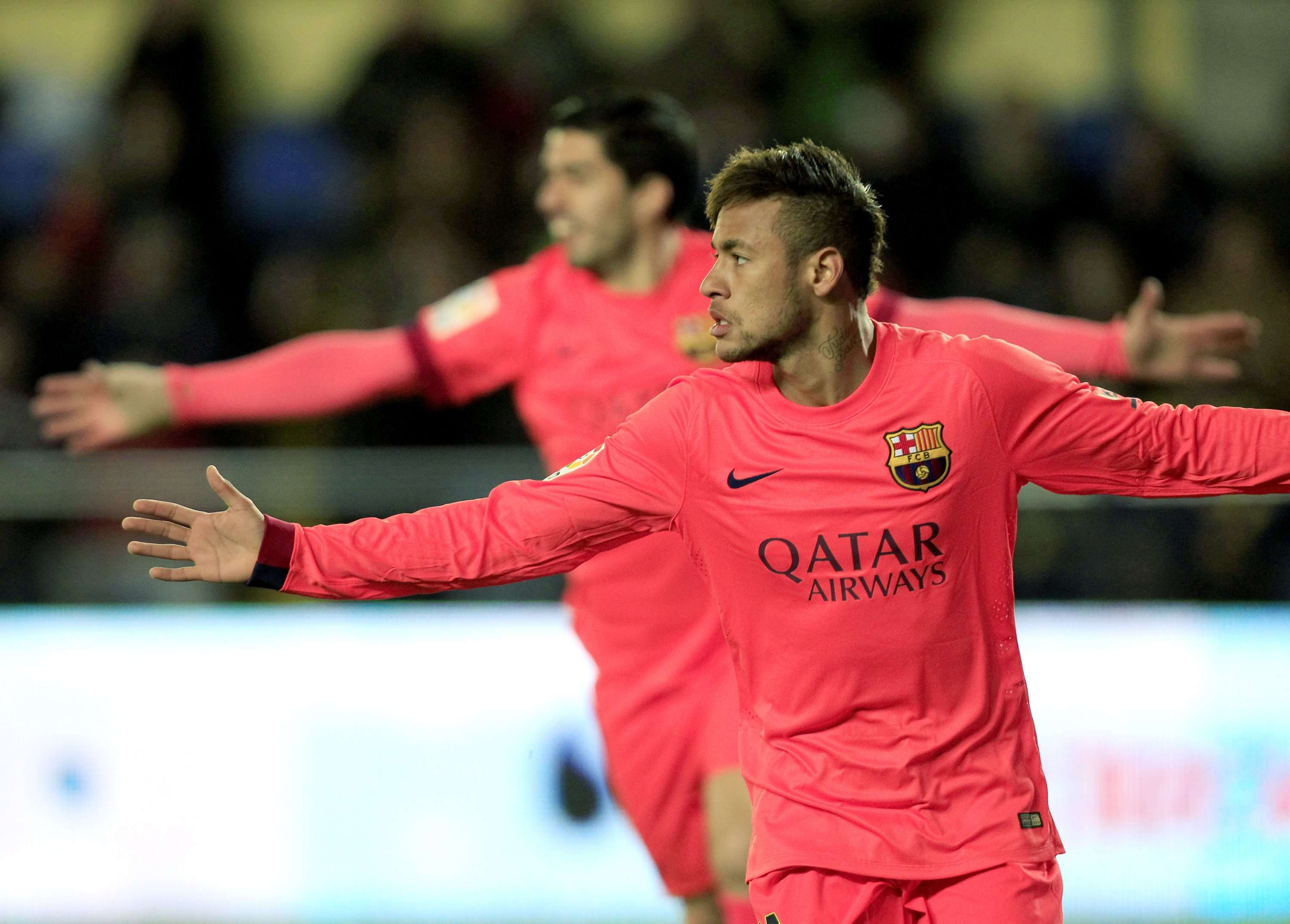 Barcelona's Neymar (front) celebrates near teammate Luis Suarez after he scored a goal against Villarreal during their Spanish King's Cup semi-final second leg soccer match at the Madrigal stadium in Villarreal March 4, 2015. REUTERS/Heino Kalis (SPAIN - Tags: SPORT SOCCER) Foto: HEINO KALIS/REUTERS