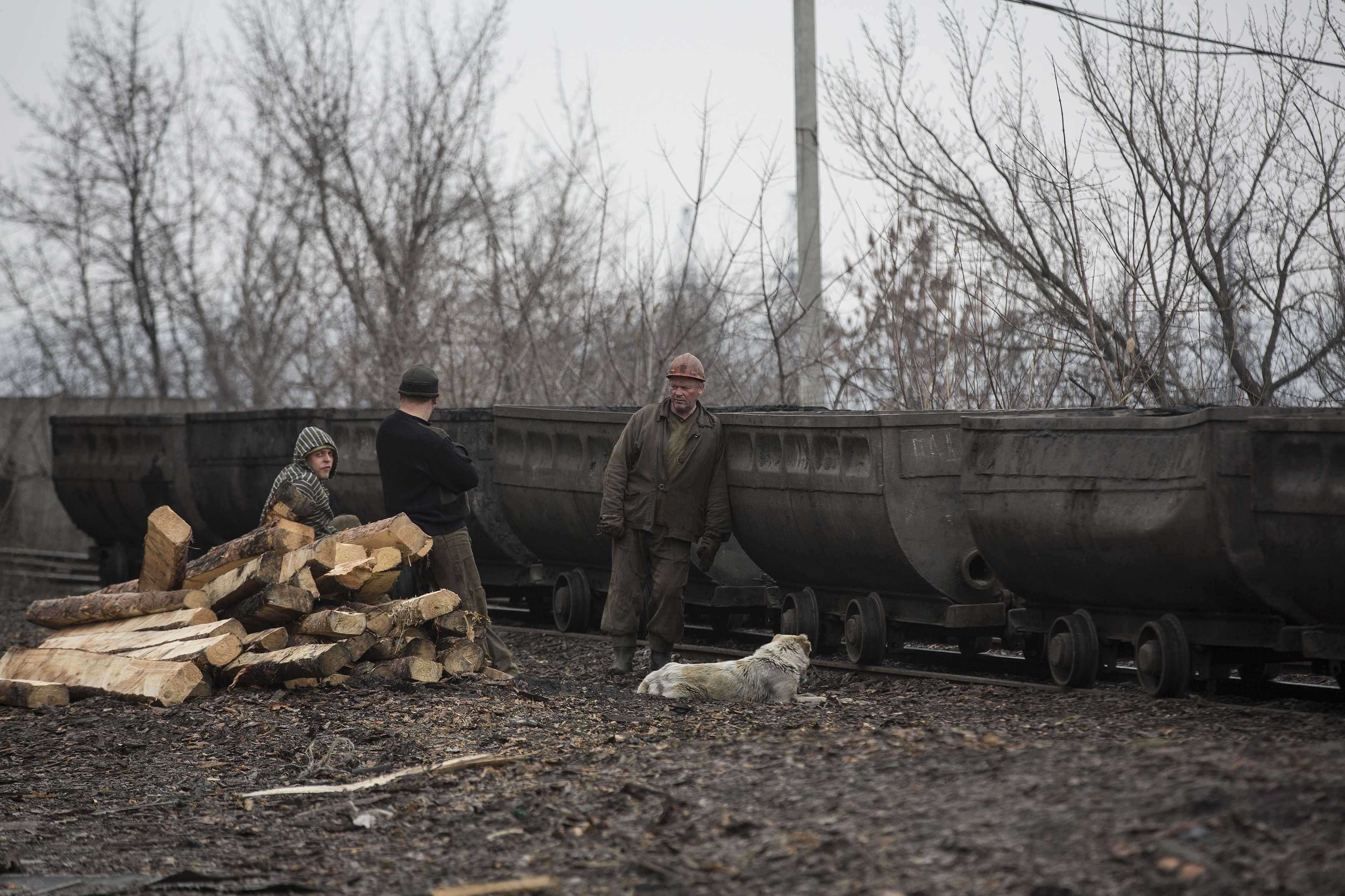 Mina explodiu em área reduto de rebeldes, próximo a Donetsk, e ao menos 30 pessoas morreram Foto: Baz Ratner/Reuters