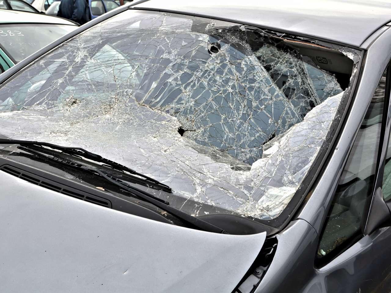 Ventana rota de un automóvil Foto: iStockphoto