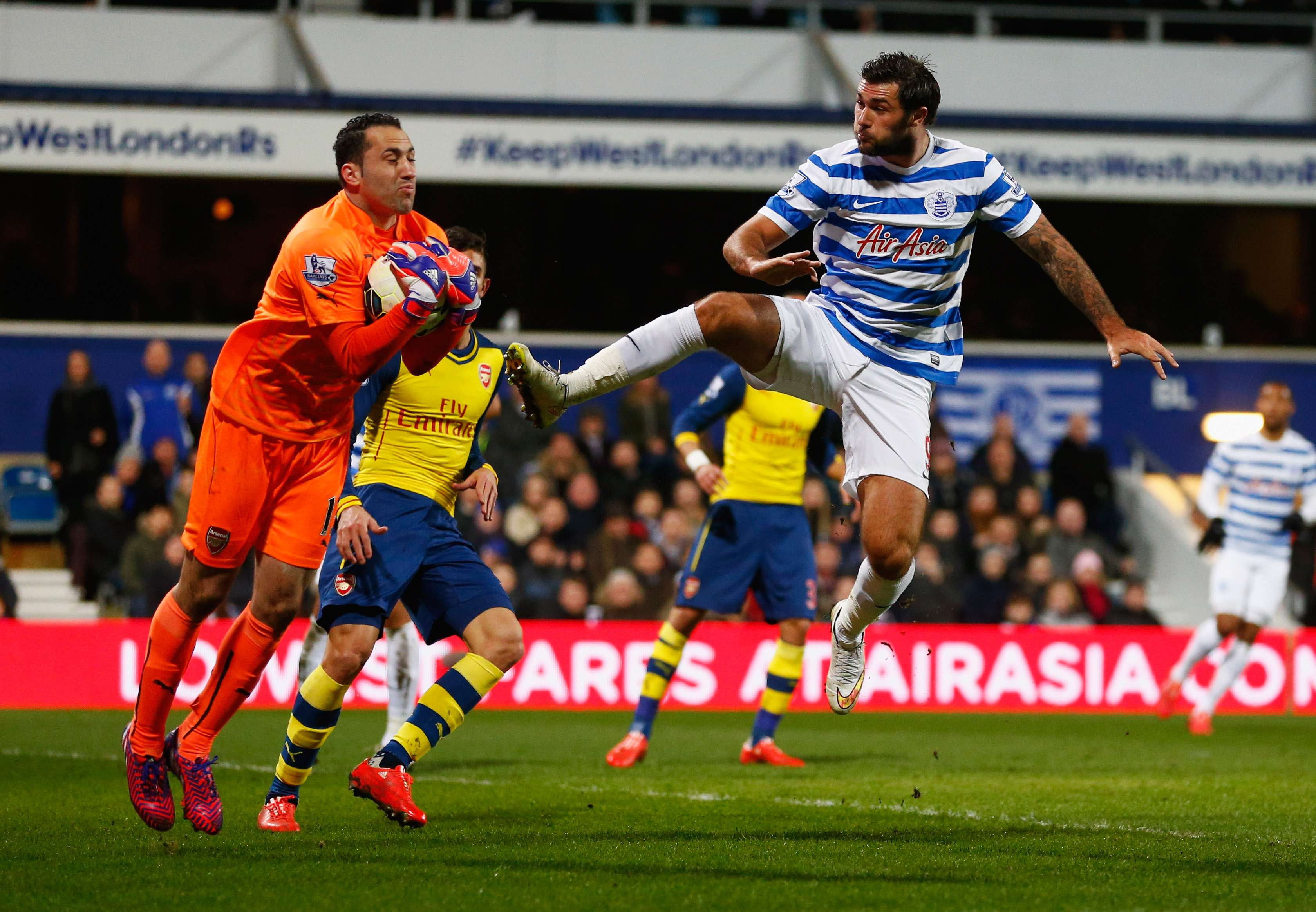 Las atajadas de David Ospina fueron claves en la victoria del Arsenal frente al Queens Park Rangers. Foto: Getty Images