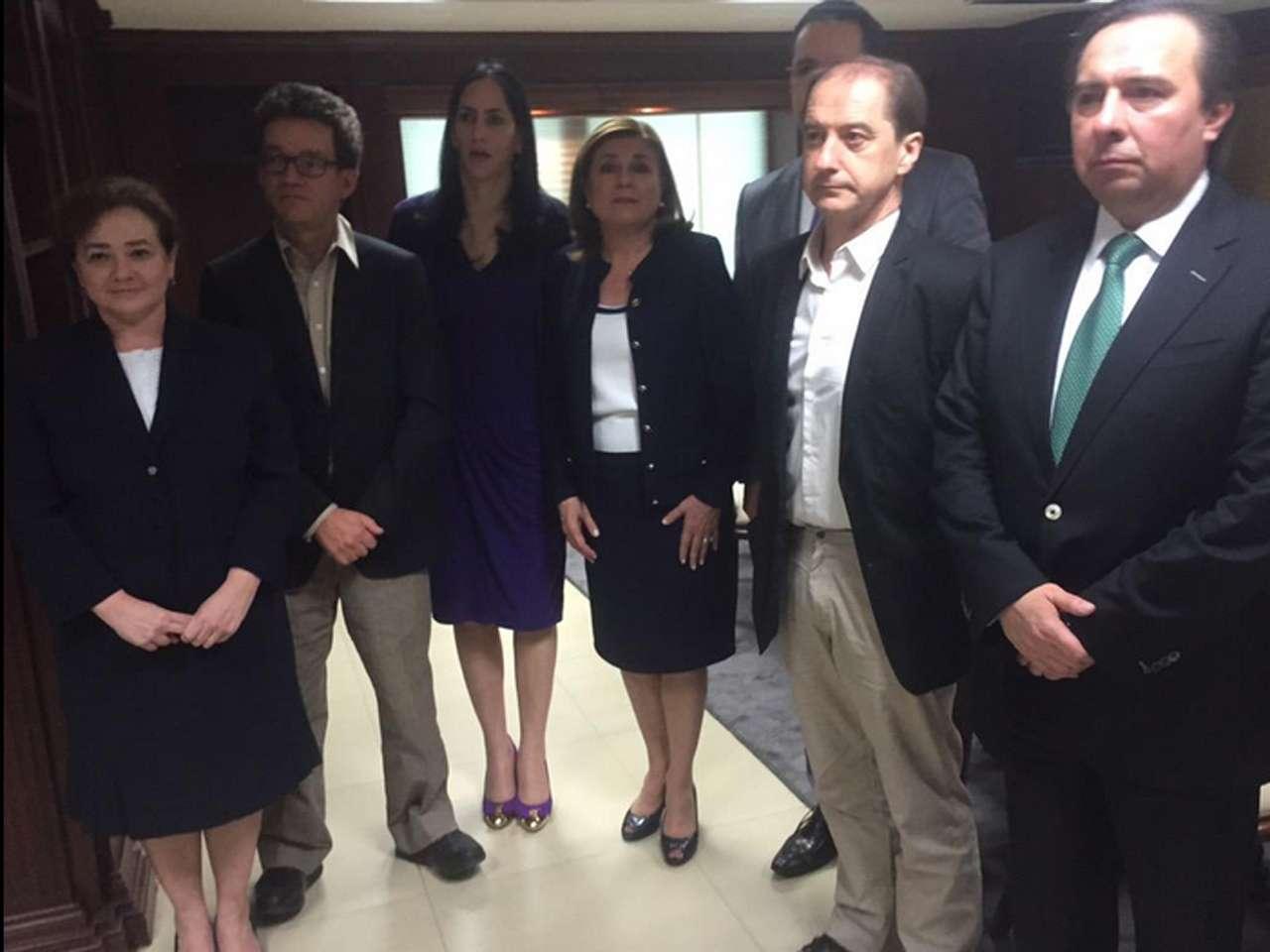 La fiscal mexicana Arely Gómez recibió hoy al grupo de expertos de la Comisión Interamericana de Derechos Humanos (CIDH) que están en el país para investigar el caso de los 43 estudiantes desaparecidos en septiembre pasado en Iguala, dijo a Efe una fuente oficial. Foto: @ArelyGomezGlz