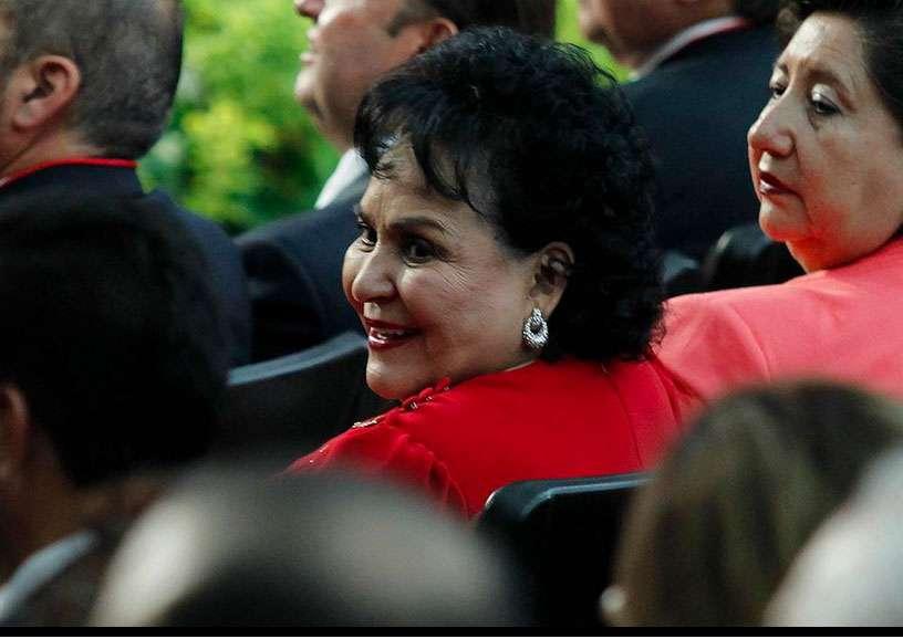 Atenta y de rojo, Carmen Salinas celebra con priístas los 86 años del PRI. Foto: Quadratín