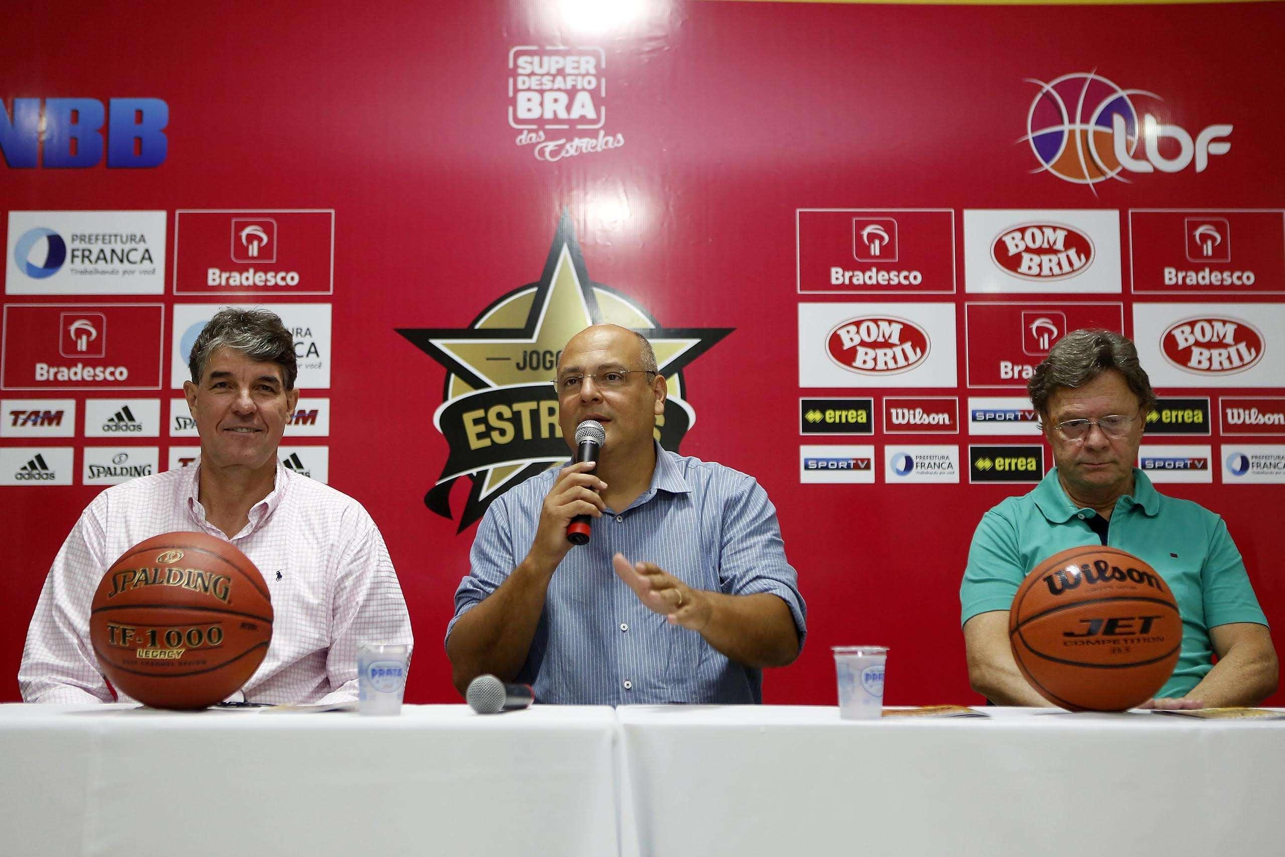 Cássio Roque (esq.), Alexandre Ferreira, prefeito de Franca, e Marcio Cattaruzzi (dir.) Foto: Bradesco/Divulgação