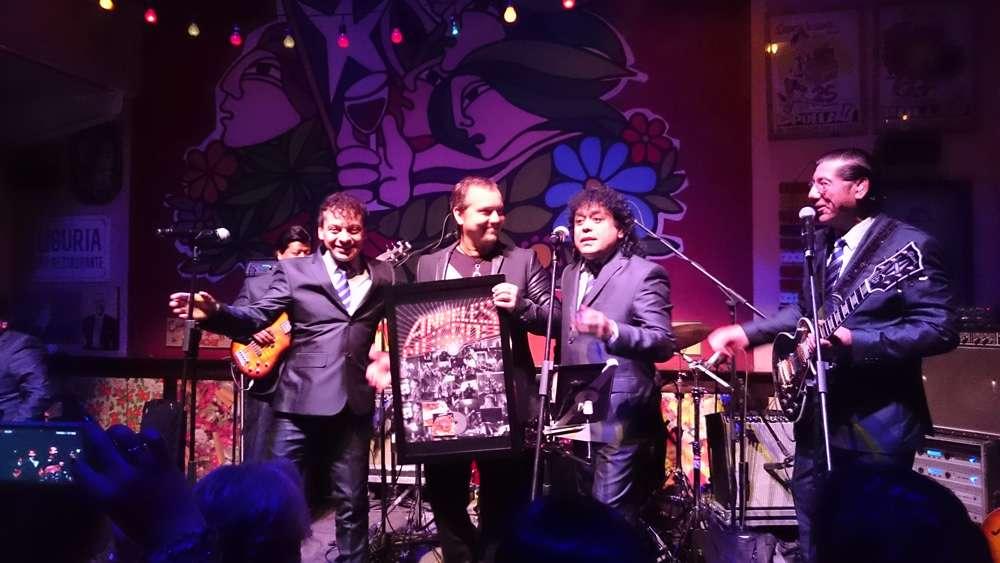 La banda chilena volvió a los escenarios nacionales tras 16 años de ausencia y lo hicieron ante pocos fanáticos en el Bar Liguria de Providencia que vibró con cada éxito en poco más de una hora en un show con invitados estelares. Foto: Johanna Cáceres / TERRA